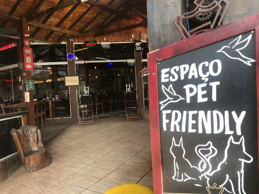 Varandas dos restaurantes aceitam dogs - Andrea Miramontes / Lado B Viagem