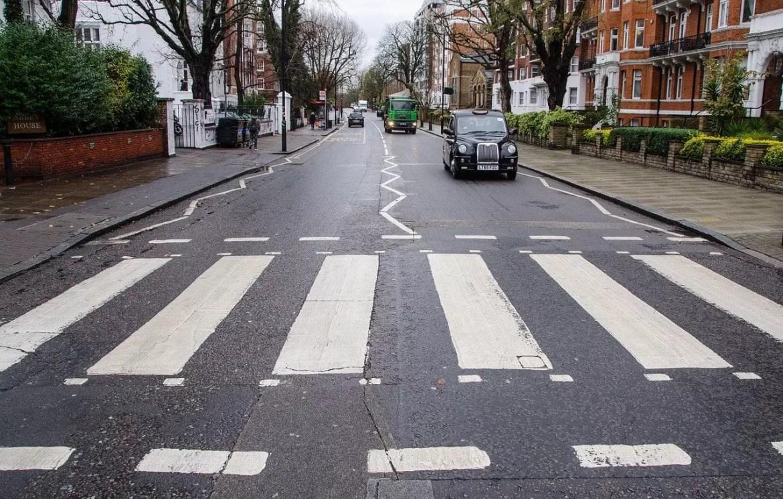 Famosa faixa de pedestres em Abbey Road (foto Pixabay)
