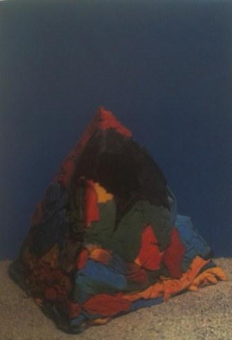 Pirámide de trapo. J.E.Eielson