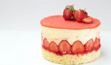 Strawberry cake with whipped cream and strawberries