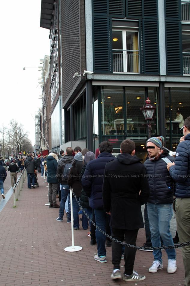 Schalnge vor dem Anne Frank Museum Amsterdam