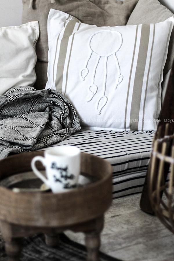 DIY pimp your pillow Bohostyle, Dreamcatcher, Wallsticker Boho, So schnell entsteht eine Indoor-Chill-Area, mit dickem Motive mit dickem Baumwollgarn auf Kissen nähen, Boho-Kissen mit aufgenähtem Traumfängermotiv