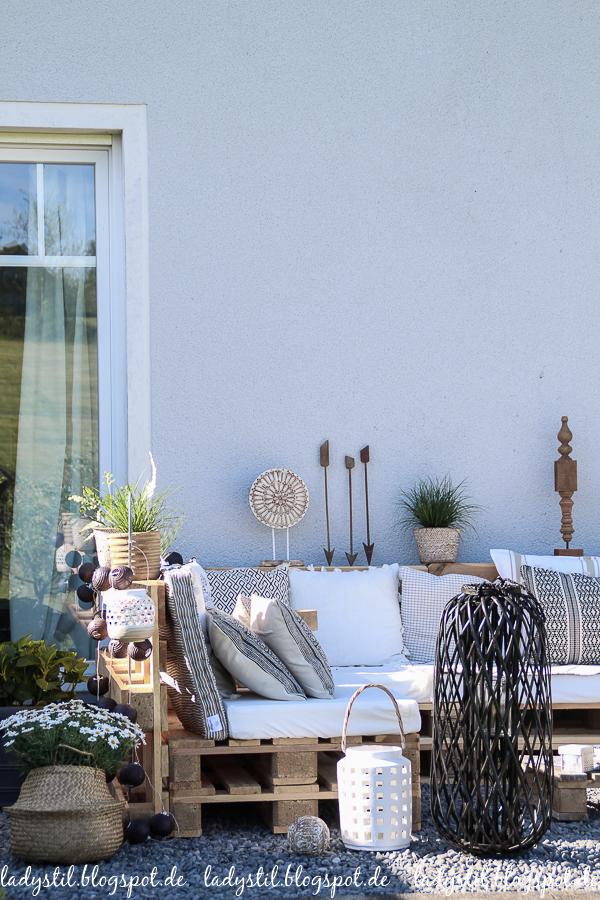 Palettenlounge selberbauen, Dekoideen für Terrasse und Garten, Terrassendekoideen
