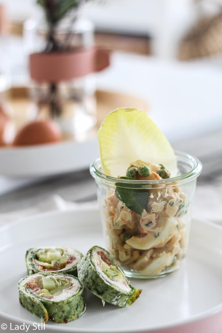 Osterbrunch Rezepte zum Vorbereiten Eiersalat mit Garnelen und Pfannkuchenrolle mit Lachs
