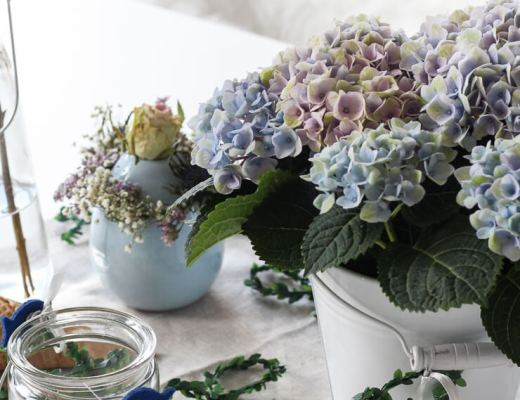 Blaue Tischdeko Kommunion Konfirmation Fisch Blumenkranz Blumeneis