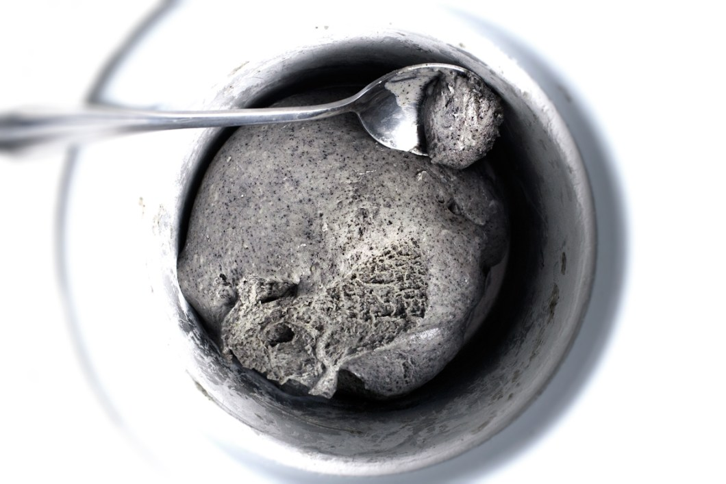 black-sesame-mochi-ice-cream13