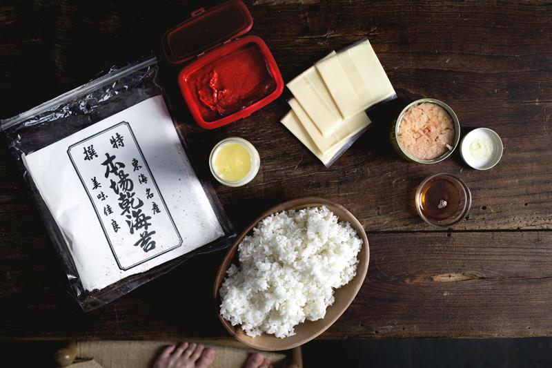 gochujang-tuna-melt-onigiri01
