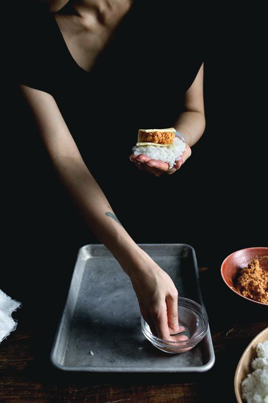 gochujang-tuna-melt-onigiri03