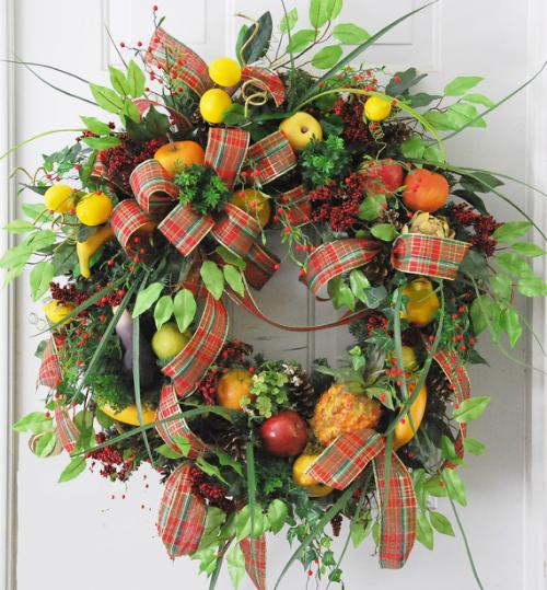 Williamsburg Wreath Christmas Fruit Style Ladybug