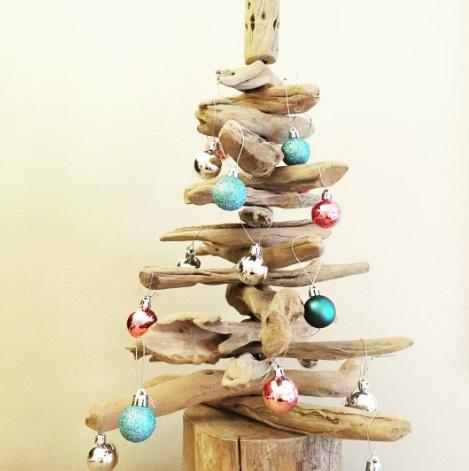 samodelnaja-elochka Елка на стене: необычная елка своими руками. Новогодняя елочка из сухих веток, деревянных палок и коряг