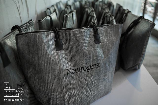 Neutrogena_bag