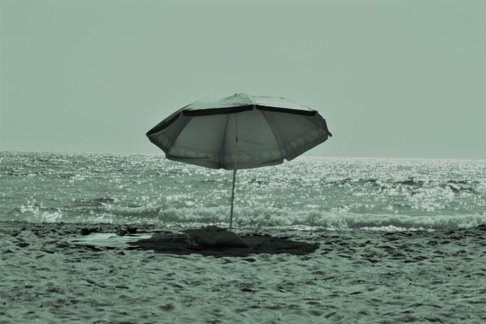 Lady Érèll Cap d'Agde parasol plage