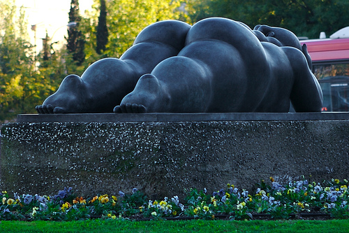 fat-lady-sculpture-botero