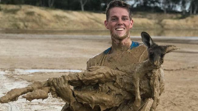 Heroic Teens Act Fast to Save Kangaroo Stuck Hopelessly in Mud