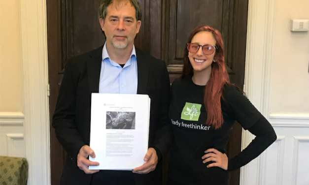 LFT Presents 30,000 Petition Signatures to Senator to Help Ban Live Animal Export