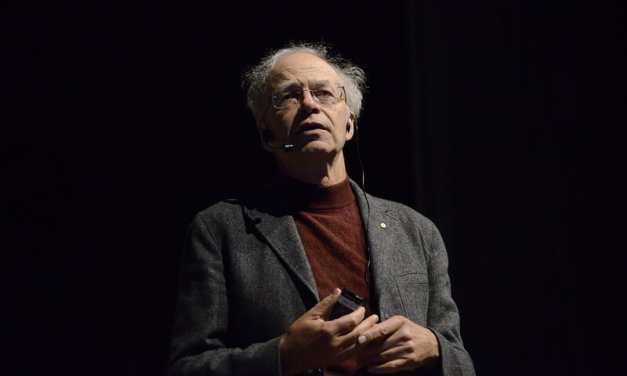 Peter Singer Joins Activists at New Virtual Farmed Animal Conference