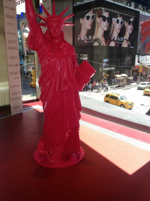alt-pink-statue-of-liberty