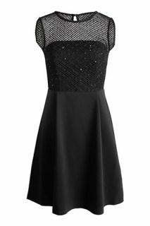 alt-robe-noire-dentelles-esprit