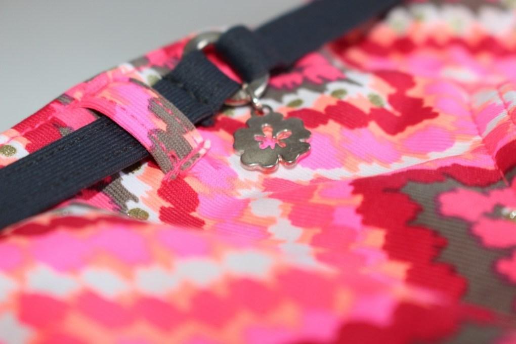 alt-maillot-de-bain-rose-grain-de-sable-bas-détail-fleur