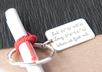 alt-personalised-dog-tag-key-ring-merci-maman