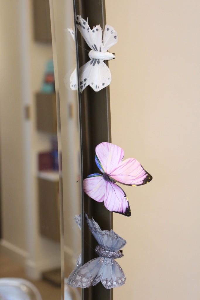 alt-décoration-papillon-salon-de-coiffure-le-moment-présent