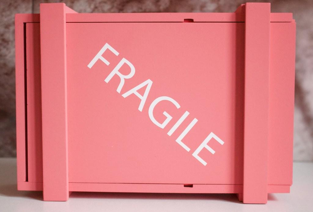 alt-caisse-boite-rose-fragile