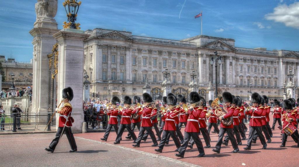 ale-relève-de-la-garde-Buckingham-palace