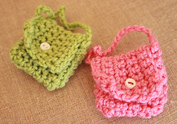 crocheted-mini-keychain-purses-1