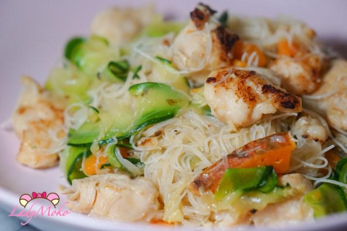 嫩嫩雞胸肉蔬菜炒米粉食譜|減醣減脂長肌肉的雞胸肉食譜系列