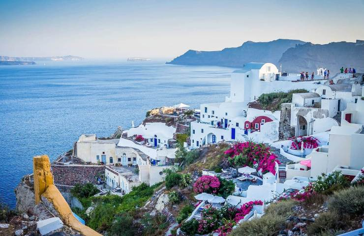 Places to eat and drink in the magical island of Santorini, Greece 1