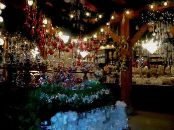 Inside of Weihnachts Träume shop