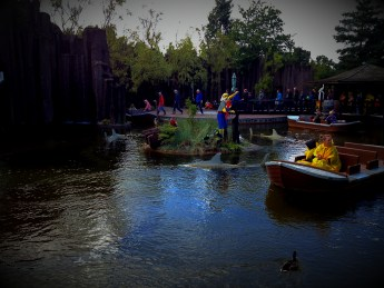 Boat rides in artificial water channels