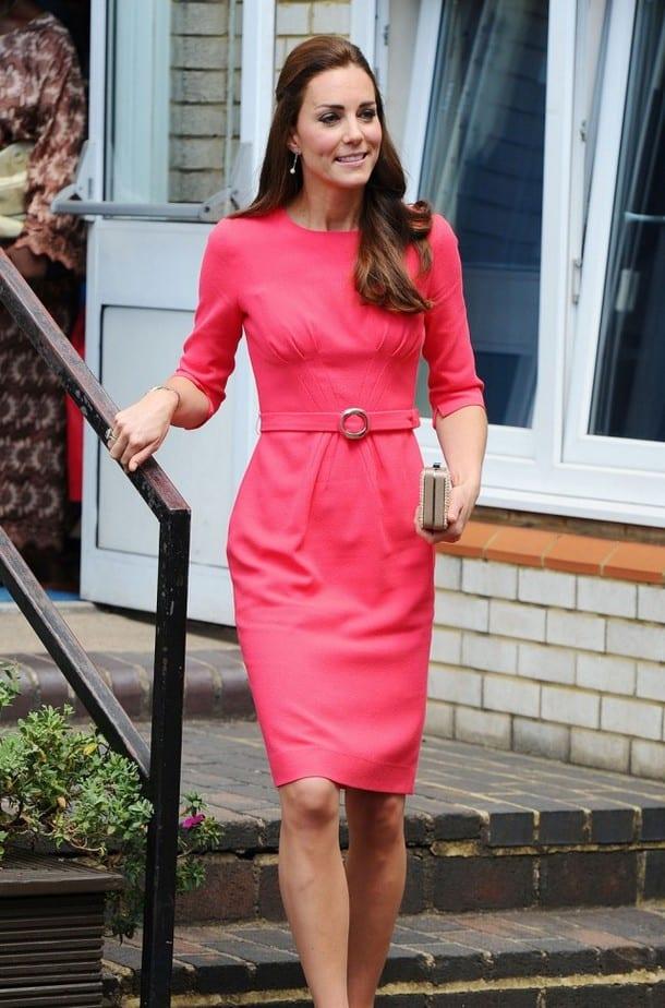 неплохо с чем носить розовое платье футляр фото действительно считаете