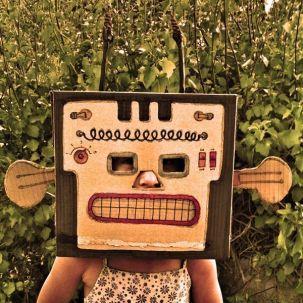 Máscara_de_robot_de_caja_de_cartón