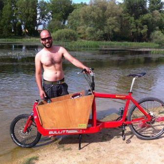 La cargo bike Bullitt en la playa de Fuentes blancas