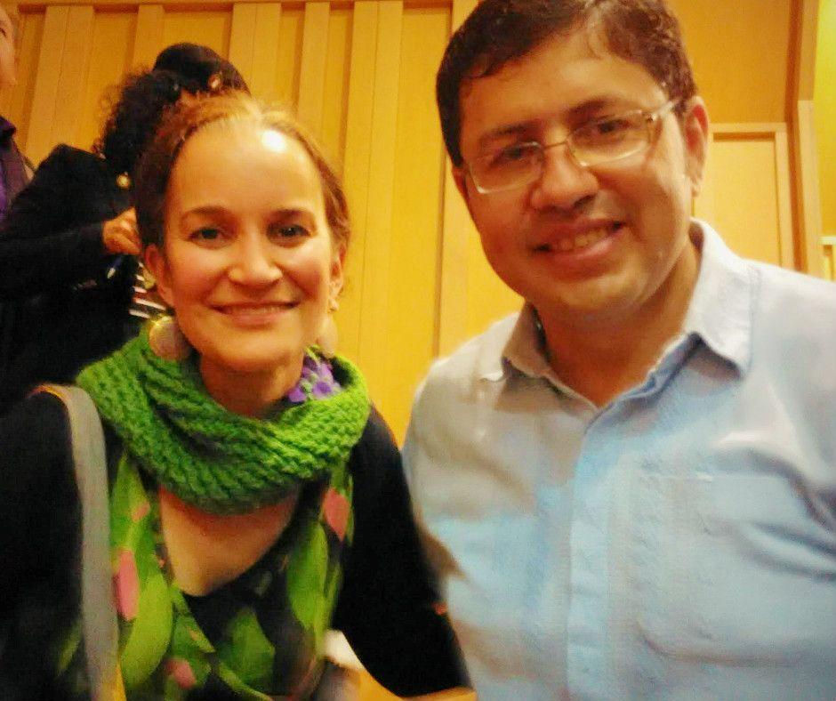 Yve Ramírez y Favio Chávez, director de Orquesta Reciclada de Cateura