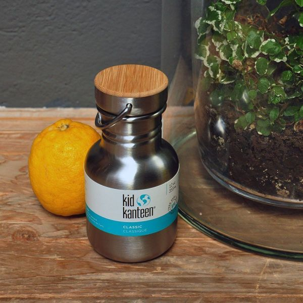Botella de agua reutilizable de acero inoxidable para niños.
