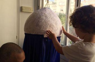 cómo hacer una piñata para una fiesta de cumpleaños sostenible