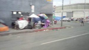 California, donde conviven la opulencia y los famosos del cine con 7.5 millones de pobres