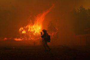 Videos:  Al menos 42 fallecidos y 200 desaparecidos por los incendios
