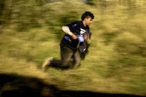 Migrantes desafían a la patrulla fronteriza bajo el viejo juego del gato y el ratón