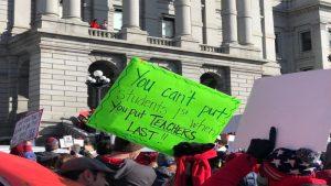 Terminó la huelga de cuatro días de maestros de Denver: lograron un alza salarial del 11.7% y otras importantes conquistas