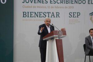 Becas del gobierno mexicano a 300 mil universitarios pobres para que terminen sus estudios