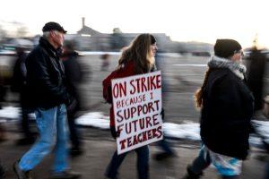 Inminente arreglo entre autoridades y maestros en huelga de Denver