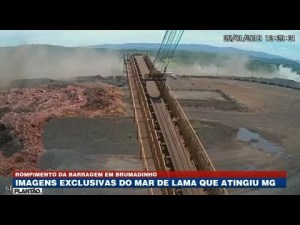 Imágenes del momento en que una gigantesca ola de lodo mata a 110 personas y hiere a 238, en Brasil