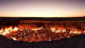 Videos: : Un dron capta impresionantes imágenes de 'la puerta del infierno'