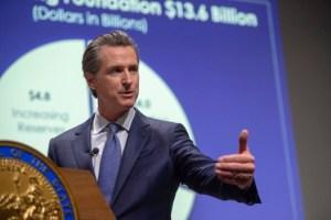 El presupuesto estatal firmado por el gobernador Newsom crea la mayor reserva en la historia del estado
