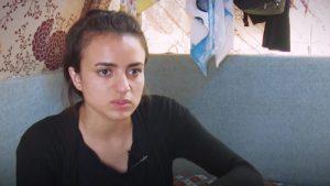 Joven yazidí encara a su captor y violador del Estado Islámico, quien permanece con la cabeza gacha