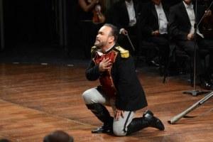 Video: Triunfa el tenor Javier Camarena en Bellas Artes de la capital mexicana