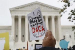 Beneficiarios de DACA se movilizan rumbo a las elecciones presidenciales; con un programa precario, afirman que no deben ceder ante el miedo